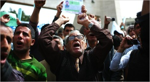 Manifestantes na Praça Tahir, na capital do Iraque, Bagda.
